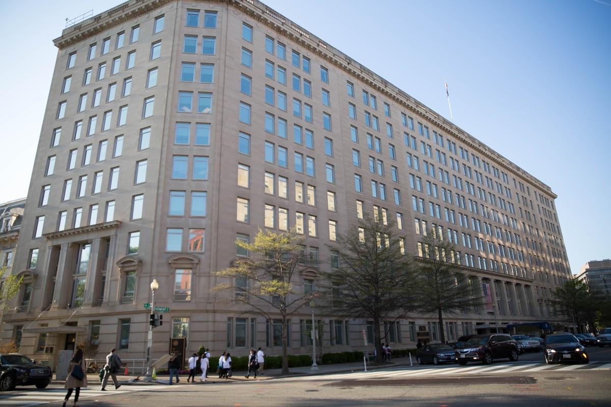 Senators want more oversight of VA budgets, spending