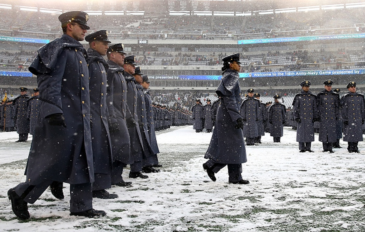 6e671b538 West Point grad pranks Navy alumni ahead of annual Army-Navy game