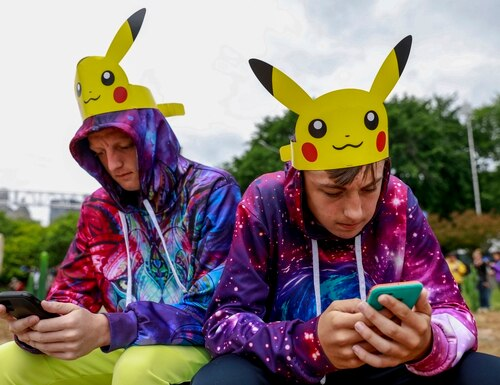 Brothers play Pokemon GO in Chicago's Grant Park. (Amr Alfiky/AP)