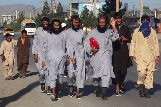 Afghan Taliban prisoners freed from Bagram Prison walk in Kabul, Afghanistan, Tuesday, May 26, 2020. The Afghan government freed hundreds of prisoners, its single largest prisoner release since the U.S. and the Taliban signed a peace deal earlier this year that spells out an exchange of detainees between the warring sides. (Rahmat Gul/AP)