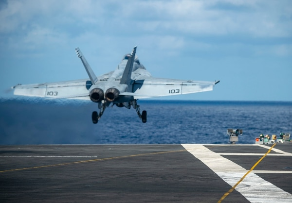 An F/A-18F Super Hornet takes off from the flight deck of the aircraft carrier Harry S. Truman in the Atlantic Ocean. (MC3 Victoria Sutton/U.S. Navy)
