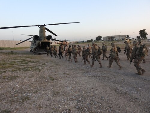 Soldiers from 1st Brigade Combat Team, 101st Airborne Division conduct air assault training with their Iraqi partners in Mosul, Iraq. (Maj. Vonnie Wright/Army)