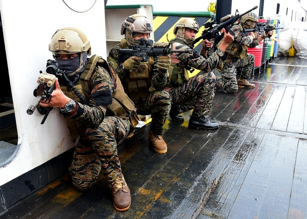 Philippine Navy sailors participate in a visit, board, search, and seizure practical scenario training Sept. 4, 2018, during Southeast Asia Cooperation and Training (SEACAT) 2018 in Manila, Philippines. This is the 17th annual SEACAT exercise and includes participants from the U.S., Brunei, Bangladesh, Thailand, Philippines, Singapore, Vietnam, Malaysia and Indonesia. (MC1 Micah Blechner/Navy)