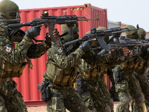 Members of the Guinea Armed Forces practice advanced weapons techniques during the Flintlock Exercise in Nouakchott, Mauritania, Feb. 15, 2020. (Staff Sgt. Sidney Sale/Army)