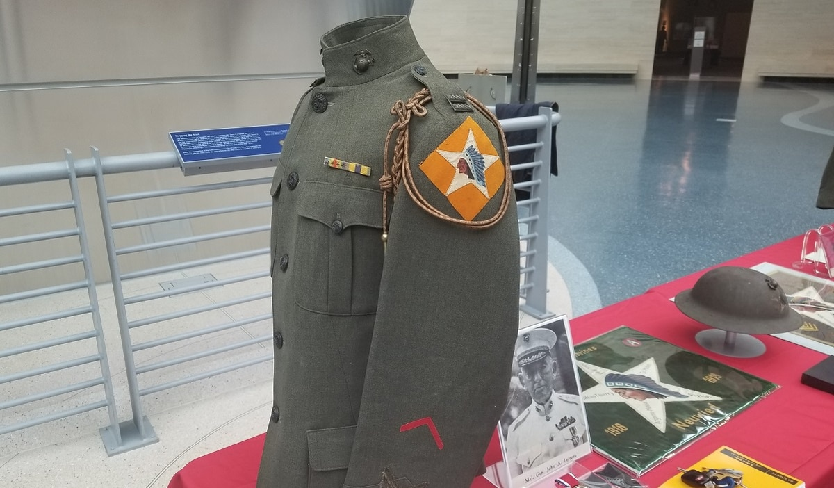 The time the Corps wore shoulder unit patches