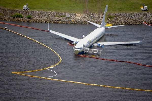 Containment and absorbent booms surround a Boeing 737 aircraft in the St. Johns River after the aircraft slid off the runway at Naval Air Station Jacksonville, May 3, 2019. All 143 passengers aboard the flight from Naval Station Guantanamo Bay, Cuba were rescued. National Transportation Safety Board officials are on scene leading the investigation. (Mass Communication Specialist 3rd Class Thomas A. Higgins/Navy)