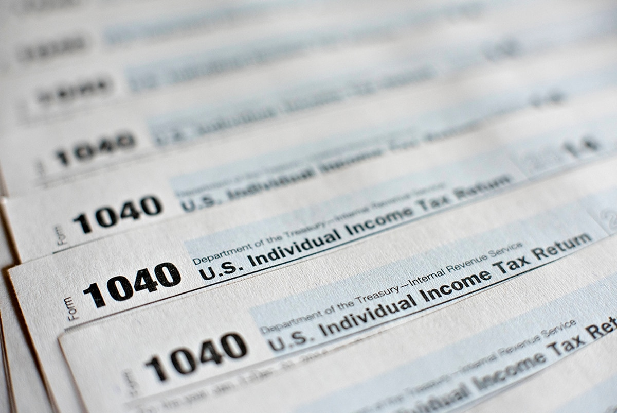 2017 military times tax guide how to file free us department of the treasury internal revenue service irs 1040 individual income tax forms for the 2014 tax year are arranged for a photograph in falaconquin