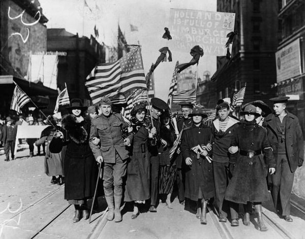 November 1918: Peace celebrations in the U.S. following the end of the First World War. (Hulton Archive/Getty Images)