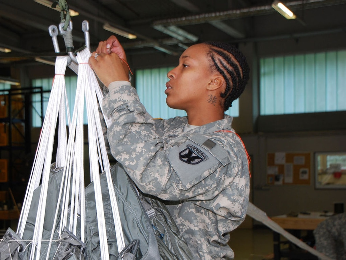 New army regulations ok dreadlocks for female soldiers for Army tattoo regulations 2017