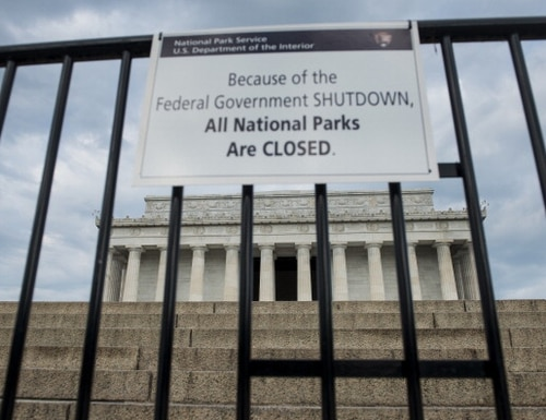 A sign indicates that the Lincoln Memorial and all national parks are closes October 1, 2013 in Washington, DC. The US government is in a forced shutdown after lawmakers failed to pass a spending bill last night. AFP PHOTO/Brendan SMIALOWSKI (Photo credit should read BRENDAN SMIALOWSKI/AFP/Getty Images)