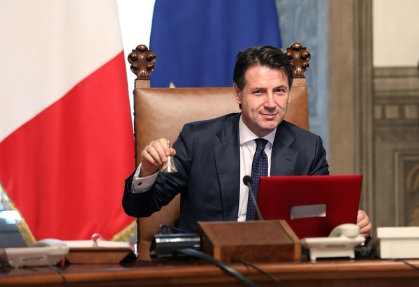 Italy's new prime minister, Giuseppe Conte, rings the bell to open his first cabinet meeting at Palazzo Chigi on June 1, 2018, in Rome. (Elisabetta Villa/Getty Images)