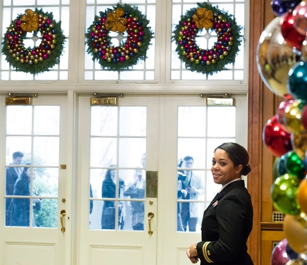 Navy Lt. Adrienne Rolle, a White House social aide, helps control the flow of journalists into the White House for a holiday event in Washington, D.C. on Dec. 2, 2015. (EJ Hersom/DoD)
