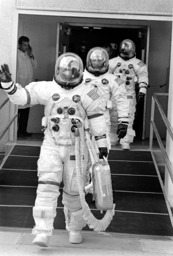 apollo space flight crews - photo #39