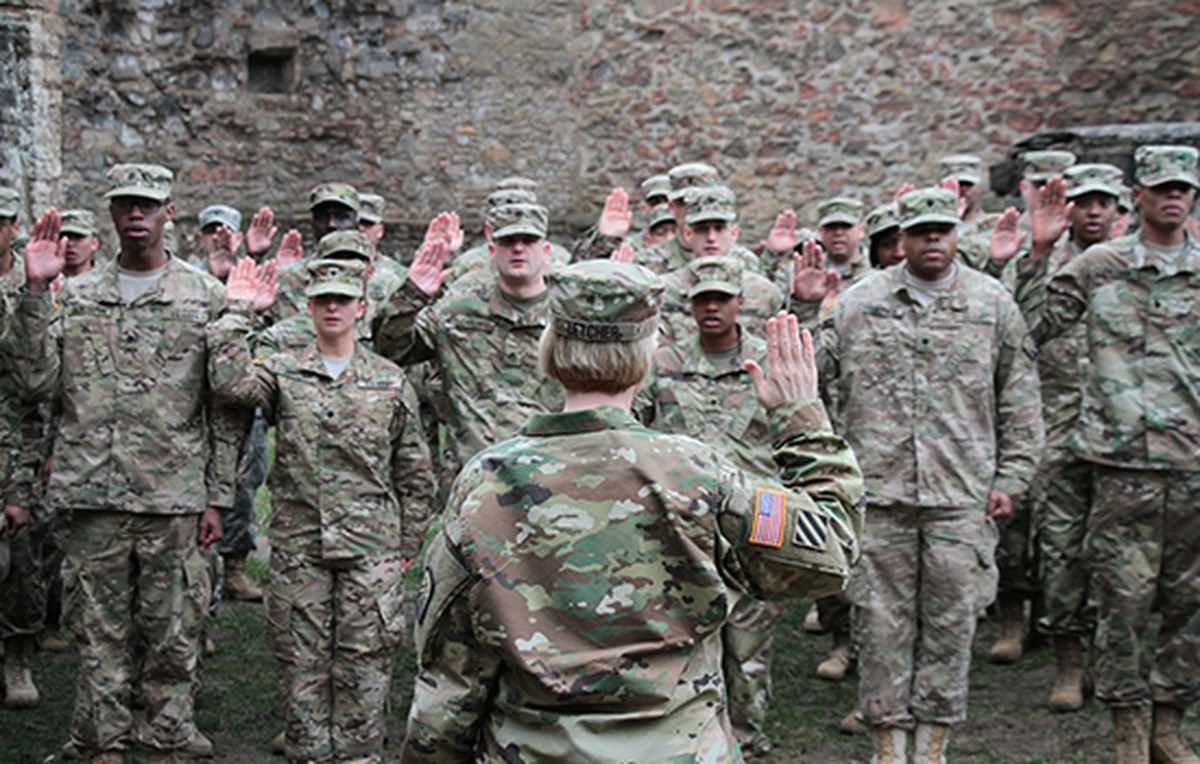 Green card holders can join the Army Reserve again — after a