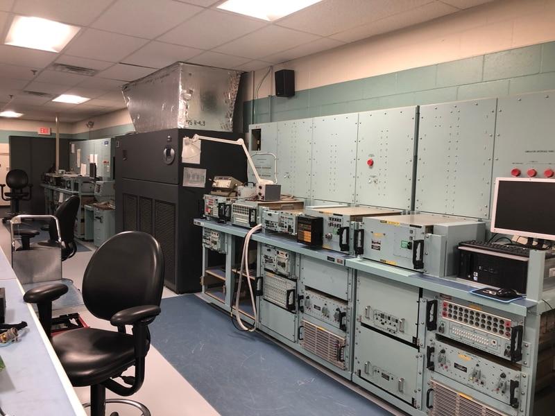 Elemen Sistem Komando dan Kontrol Otomatis Strategis, yang terlihat di sini, menjalani pengujian diagnostik oleh Skuadron Komunikasi Strategis ke-595 di Pangkalan Angkatan Udara Offutt, Neb. (Valerie Insinna / Staf)