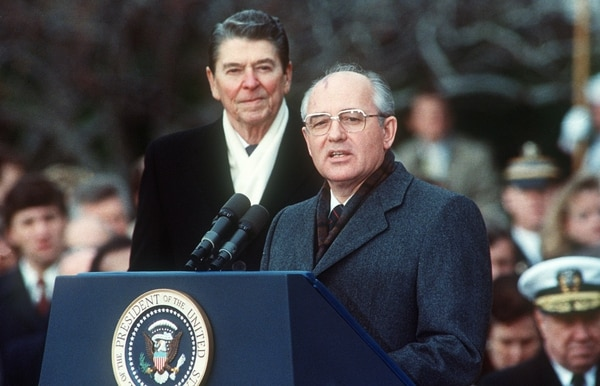 U.S. President Ronald Reagan, left, with Soviet leader Mikhail Gorbachev on Dec. 8,1987, during welcoming ceremonies at the White House on the first day of their disarmament summit. (Jerome Delay/AFP via Getty Images)