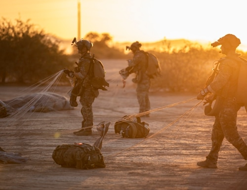 Army Special Forces soldiers assigned to 10th Special Forces Group retrieve parachutes at Tunnel Drop Zone, Eloy, AZ, Sep. 17, 2018. (Spc. Christopher Stevenson/Army)