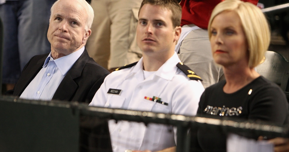 Mccain, On Don't Ask, Don't Tell, Disputes Military Leaders