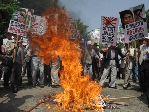 South Korean protesters burn portraits of Japanese Prime Minister Shinzo Abe on May 23, 2013, in Seoul, South Korea. (Chung Sung-Jun/Getty Images)