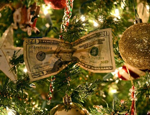 Squeeze the most out of your money this holiday season. (Kelly White/Air Force)