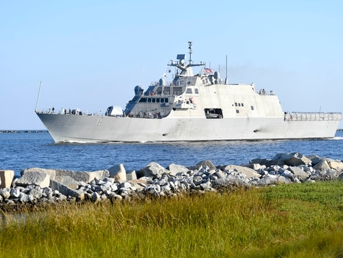 The littoral combat ship Sioux City sails toward its homeport in Mayport,Florida. (Mass Communication Specialist 2nd Class Devin Bowser/Navy)