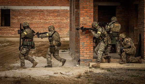 Ukrainian soldiers demonstrate urban operations during the annual multinational exercise Rapid Trident on Sept. 20, 2019. (NATO)