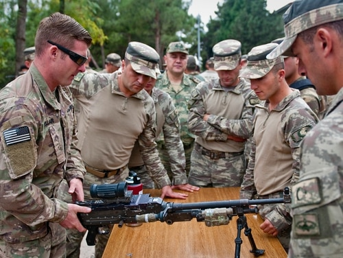 A U.S. soldier discusses the 240B machine gun to a group of Turkish soldiers during a rehearsal event Oct. 9, 2018, in Gaziantep, Turkey. (Staff Sgt. Timothy R. Koster/Army)
