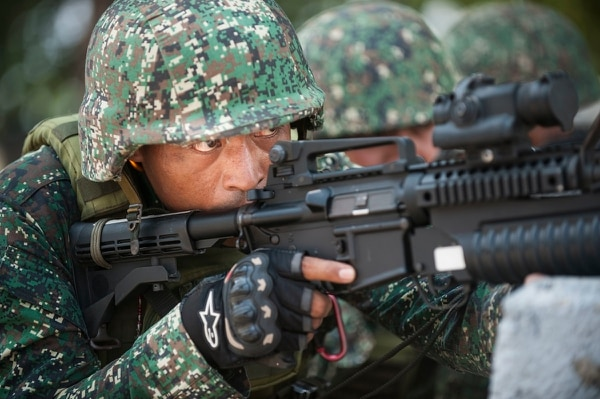 Philippine Marine Cpl. Normal-Paul Bello, with 10th Marine Company, Philippine Marine Corps, simulates providing cover fire during an amphibious exercise (AMPHIBEX) held at the Naval Education and Training Command, Naval Station Leovigildo Gantioqui, San Antonio, Zambales, Philippines, May 9, 2018, as part of Exercise Balikatan. (Mass Communication Specialist 2nd Class Markus Castaneda/Navy)