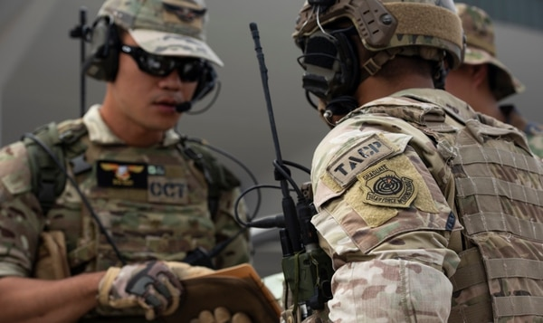 Thai and U.S. airmen go over close air support procedures during training at Cope Tiger 2019. (Staff Sgt. Melanie A. Hutto/Air Force)