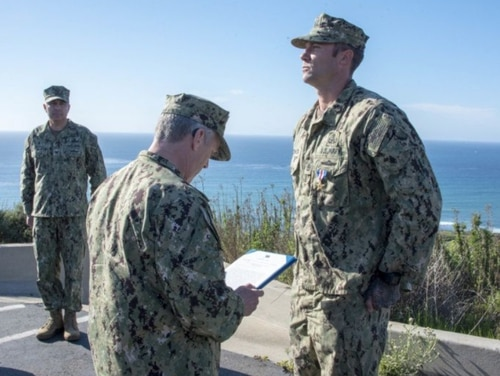 Chief Explosive Ordnance Disposal Technician Matt O'Connor, assigned to Explosive Ordnance Disposal Mobile Unit 11, received the Silver Star Thursday from Vice Adm. Scott D. Conn, the commander of U.S. 3rd Fleet. (Mass Communication Specialist 3rd Class Casey S. Trietsch/Navy)