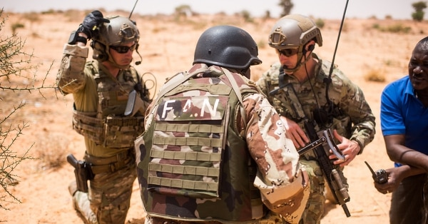Nigerien Armed Forces conduct a key leader engagement training with 20th Special Forces Group during Flintlock 18 in Niger, Africa on April 16, 2018. (Staff Sgt. Jeremiah Runser/Army)
