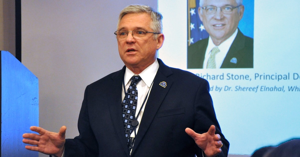 Top VA health official stepping down next month