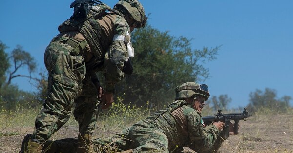 Mexican marines with the Marine Amphibious Infantry Brigade maneuver through a live-fire range during Rim of the Pacific (RIMPAC) exercise at Marine Corps Base Camp Pendleton, Calif., July 3, 2018. (Sgt. Dominic Romero/Marine Corps)