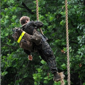 A female lieutenant tackles the Infantry Officer Course. (Thomas Brown/staff)