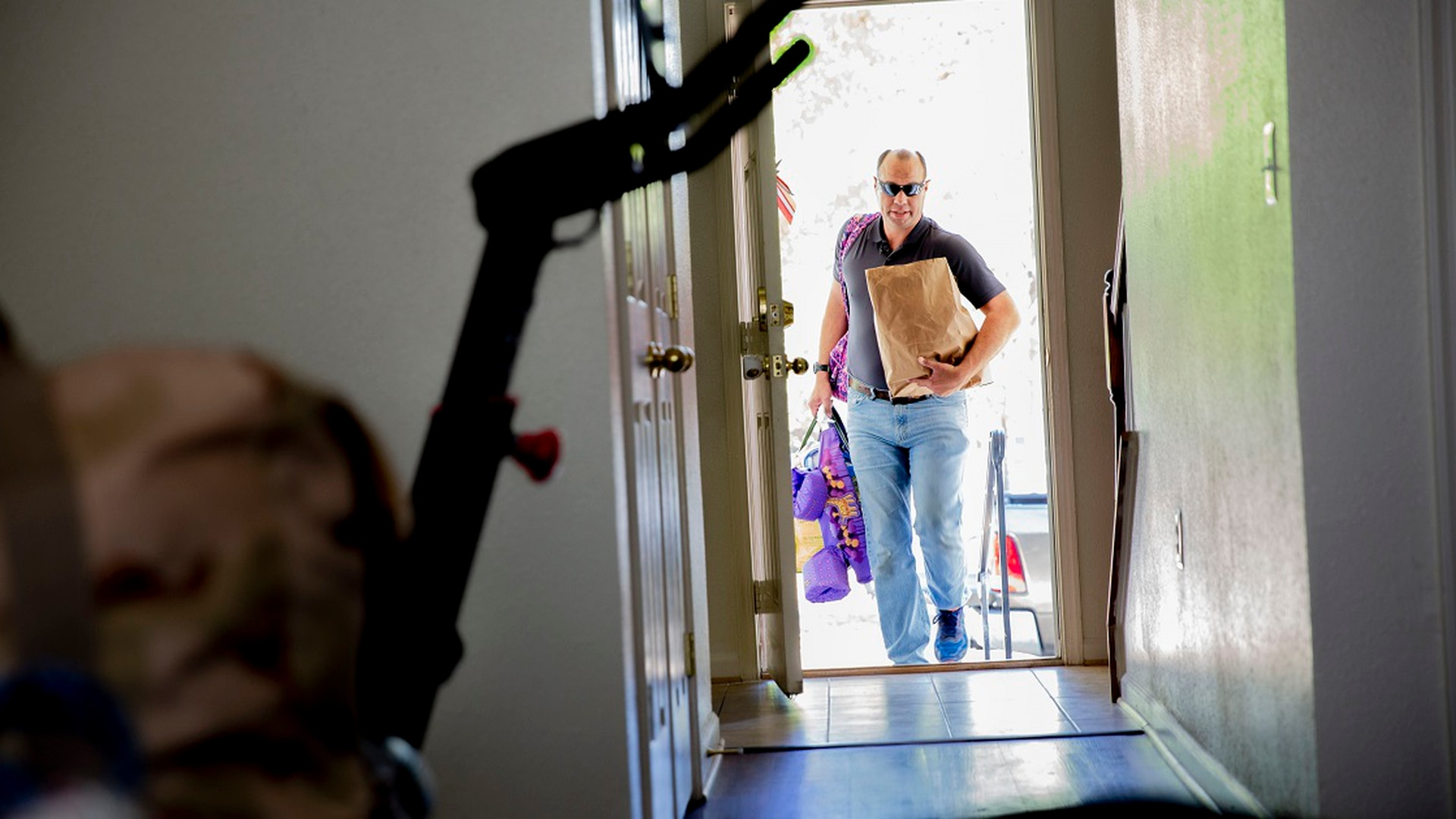 Air Force Lt. Col. Derek Bright moves his family of seven back into their home at Fort Belvoir, Va., Oct. 11. The family was displaced for 87 days while their home was undergoing mold remediation. (Ben Murray/Staff)