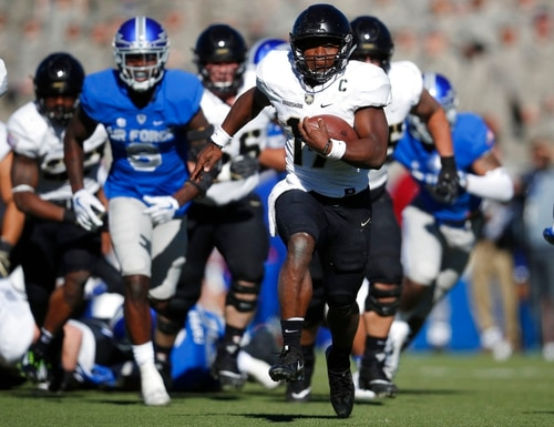 Army quarterback Ahmad Bradshaw breaks from the line of scrimmage against Air Force while running an option play. (David Zalubowski/AP)