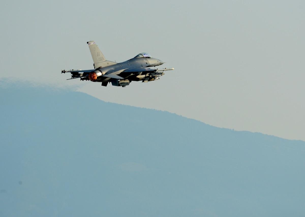 Αποτέλεσμα εικόνας για Iraqi air strikes hit ISIL syria