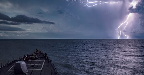 The Arleigh Burke-class guided-missile destroyer USS Carney transits the Black Sea, Aug. 22, 2018. (MC1 Ryan U. Kledzik/Navy)