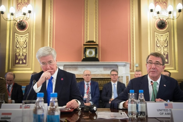 LONDON, UNITED KINGDOM - DECEMBER 15: Defence Secretary Sir Michael Fallon (left) and US Secretary of Defense Ash Carter during a London summit with defence ministers from the coalition of countries fighting IS, also known as Daesh, in Iraq and Syria on December 15, 2016 in London, United Kingdom. (Photo by Stefan Rousseau/Getty Images)