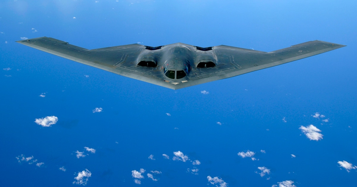 Here's how B-2 bomber pilots pull off grueling 33-hour flights