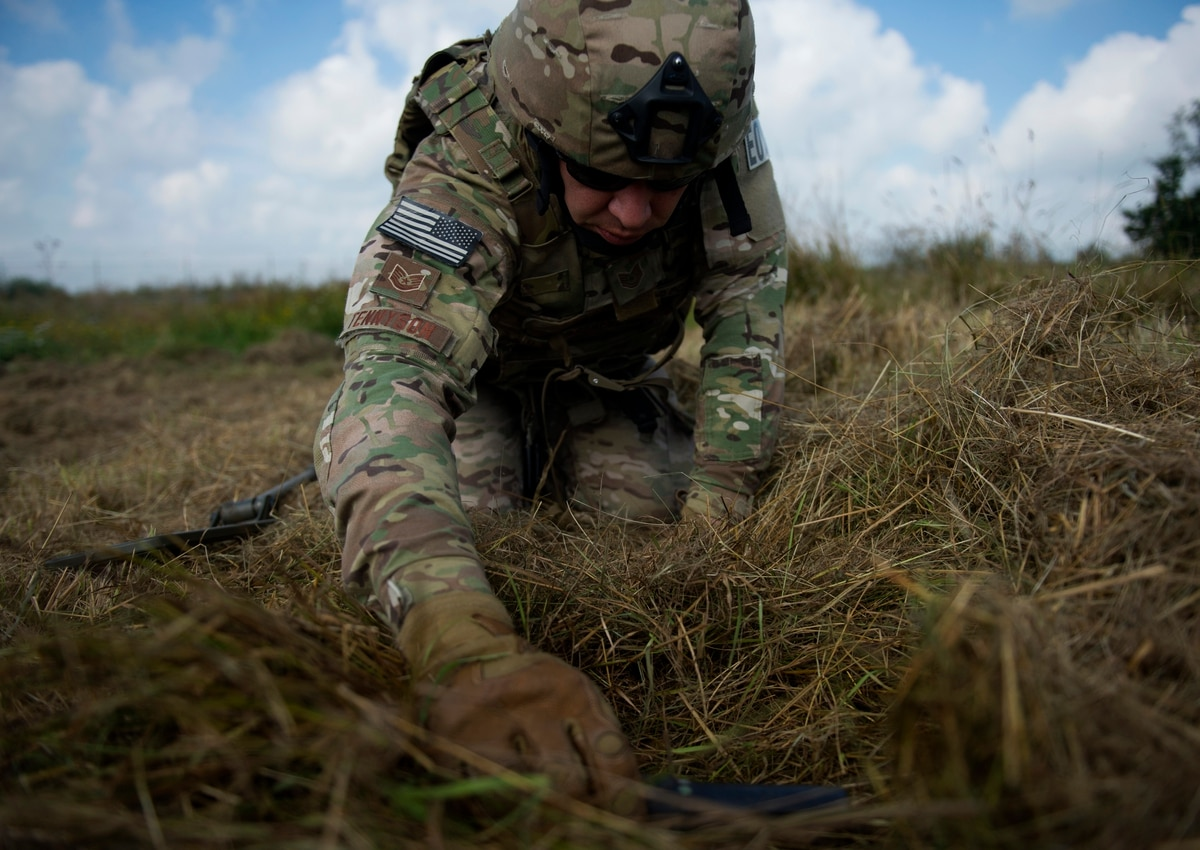 Air Force offers hefty bonuses to hold on to experienced EOD