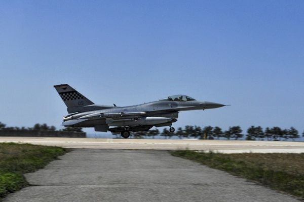 A U.S. Air Force F-16 Fighting Falcon takes off during Exercise MAX THUNDER 17 on April 27, 2017, at Kunsan Air Base, Republic of Korea. (Senior Airman Colville McFee/Air Force)