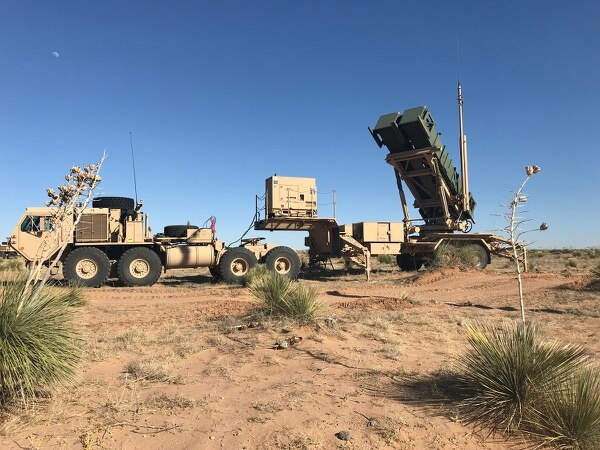 Roving Sands is a large scale Army Air Missile Defense exercise that allows soldiers to practice their skills at operational ranges that isn't possible at the combat training centers. This is the first such exercise since 2005. (Army)