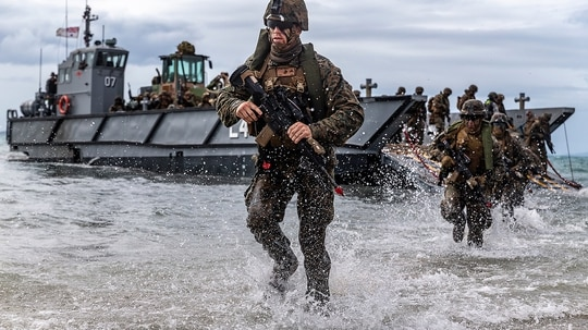 U.S. Marines conduct a simulated amphibious assault exercise during Talisman Sabre 19 in Bowen, Australia, July 22, 2019. (Lance Cpl. Tanner D. Lambert/Marine Corps)