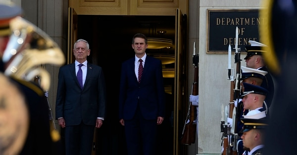 U.S. Secretary of Defense James Mattis meets with the United Kingdom's Secretary of State for Defence Gavin Williamson at the Pentagon on Aug. 7, 2018. (Air Force Master Sgt. Angelita M. Lawrence/DoD)