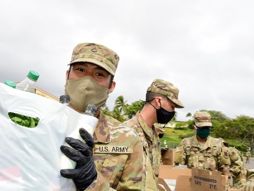Members of the Hawaii National Guard team with Maui county officials and volunteers to distribute groceries at a community food drive in support of COVID-19 operations, Wailuku, Hawaii, April 24, 2020. (Sgt. 1st Class Theresa Gualdarama/Army National Guard)