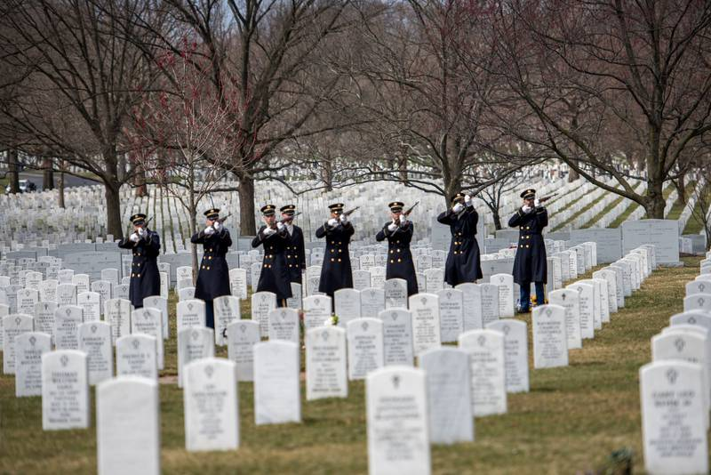 Soldiers assigned to the 3d U.S. Infantry Regiment (The Old Guard)