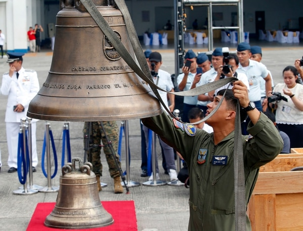 Philippine Air Force personnel unload the three church bells after the bells arrived back in the Philippines. (Bullit Marquez/AP)