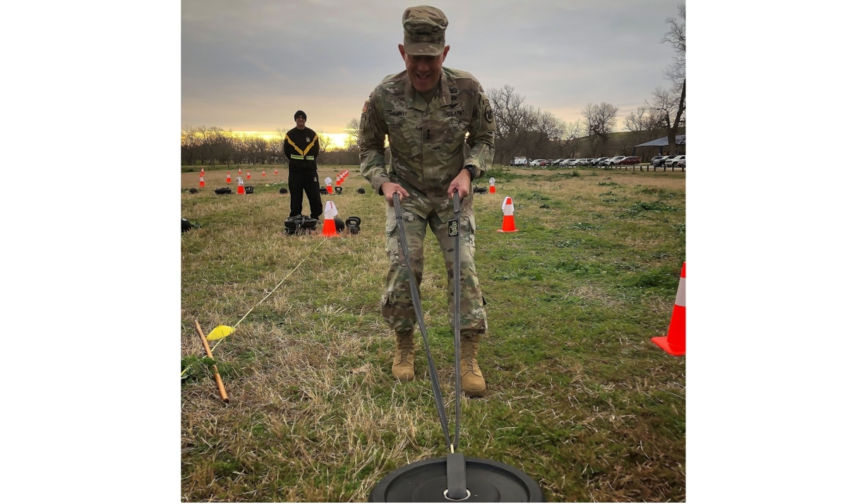 Army Reserve chief: Manning, fitness test challenges are