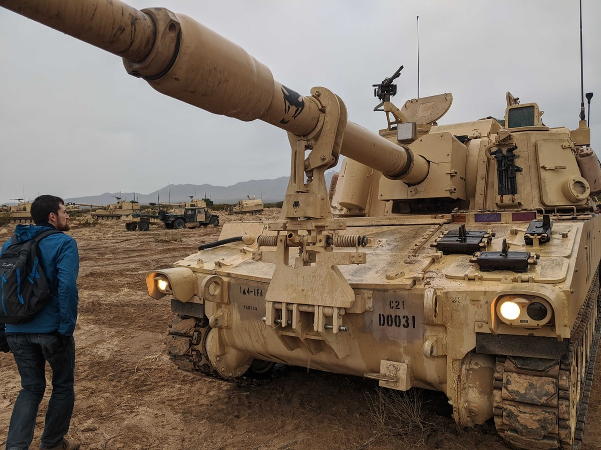 Automatic loading of ammunition with Robotic arms used in the US Army's new Artillery System